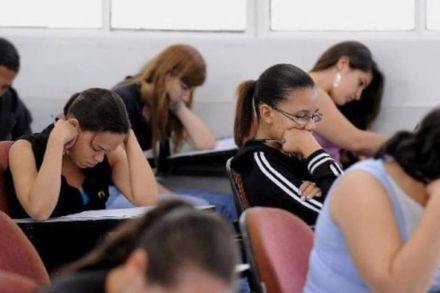 1,3 milhão de pessoas entre 15 e 17 anos estão fora da escola, diz IBGE