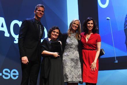 Flávia Rezek conquista o Prêmio Veja-se na categoria Educação