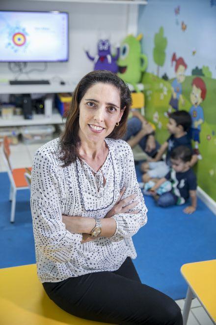 Empresária oferece curso de línguas gratuito a crianças carentes