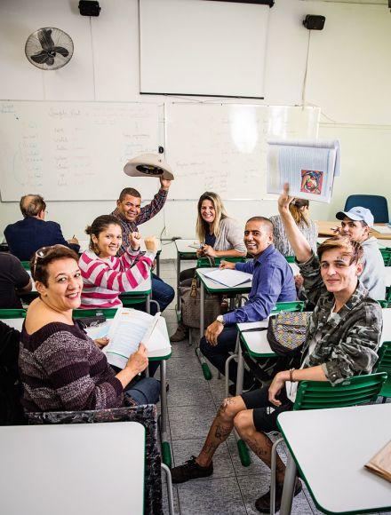 Maior e mais antiga escola para adultos atende quase 10 000 alunos