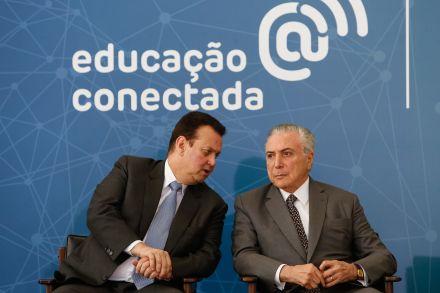 Governo lança programa para levar internet de alta velocidade às escolas do país
