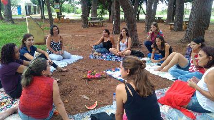 Escola pública no DF dispensa aulas expositivas, séries e provas
