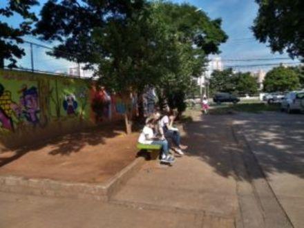 Funcionários de escola tornam-se voluntários de programa de leitura e mostram caminhos para uma comunidade leitora