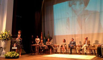 Sobral homenageia Viviane Senna com título de cidadania municipal