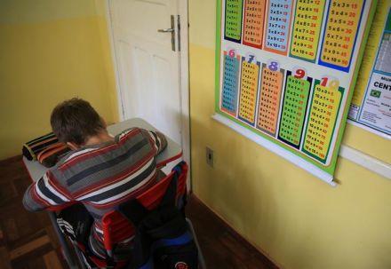 Pais devem ficar atentos para reajustes das mensalidades escolares