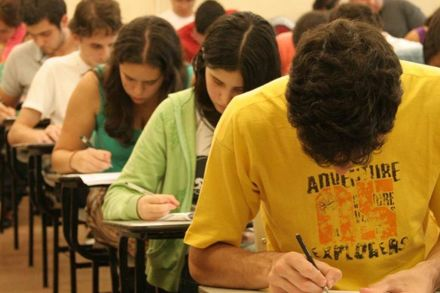 Decreto cria comitê gestor do Fies e institui planejamento trienal do programa