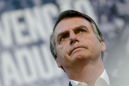 """Bolsonaro diz que Enem deve tratar sobre """"o que interessa"""""""