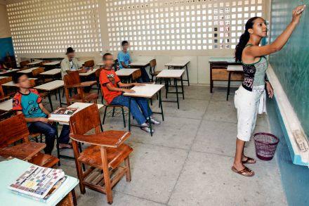 Bolsonaro veta projeto que exige psicólogos em escolas públicas