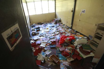 Escolas sem livros, sem quadra, sem aulas