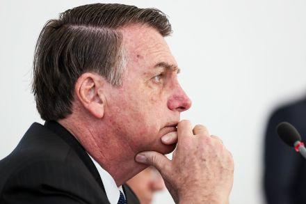 Bolsonaro volta a criticar protestos e cita 'uso político' em escolas