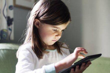 Celular promove o desenvolvimento infantil? Fato ou fake?