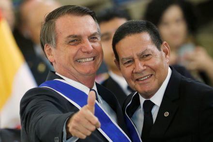 Bolsonaro elogia Mourão e nega divergir dele sobre protestos no Brasil