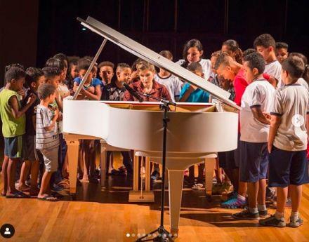 Pianista leva música erudita a crianças de escolas públicas paulistanas