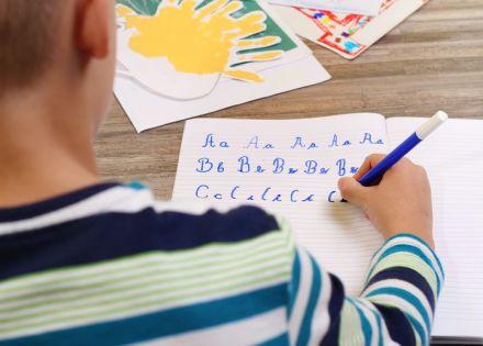 Práticas que estimulam as crianças a aprenderem português