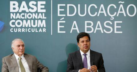 MEC homologa Base Curricular e anuncia R$ 100 milhões para sua aplicação