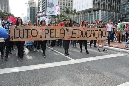 Conheça 10 brasileiros que foram às manifestações pela educação