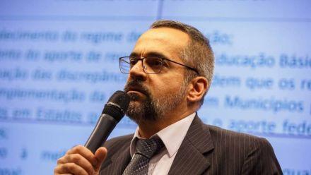 Após críticas, ministro da Educação diz não querer 'gente chata e de esquerda' em seu Twitter
