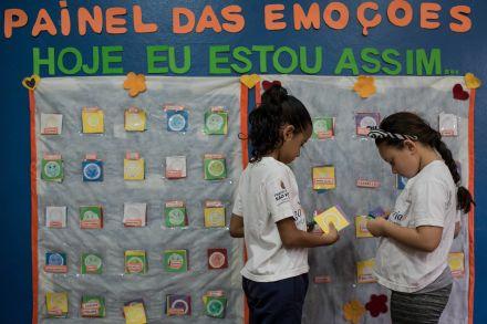Com emoticons, escola de SP incentiva alunos a externarem sentimentos