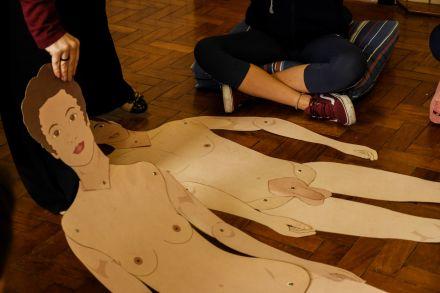 Na mira de Bolsonaro, educação sexual mira de doenças a gravidez precoce