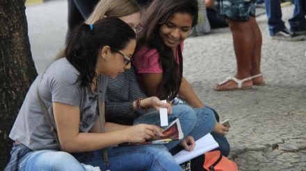 Mais da metade dos adultos do Brasil não completou o ensino médio, revela OCDE