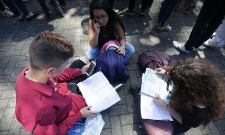'Interpretar texto não foi suficiente', dizem professores sobre Enem