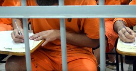 Mais de 2,6 mil presos de SC fazem Enem nesta terça e quarta