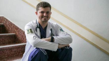 'Não será alfabetizado': o jovem com autismo que desafiou diagnósticos e se formou em medicina
