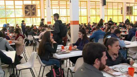 Contingenciamento de verbas leva federal de Santa Maria a cortar suco de restaurante universitário