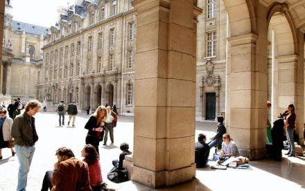 Estrangeiros pagarão 10 vezes mais que europeus em universidades francesas