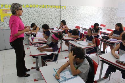 'Mulheres não devem ensinar matemática': o que dizia o decreto imperial que inspirou o Dia do Professor
