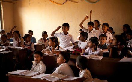 Conhecida por sistema rígido de educação, Índia cria 'aulas de felicidade' em escolas públicas