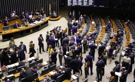 Câmara aprova projeto que altera fundo de telecomunicações para implementar internet em escolas