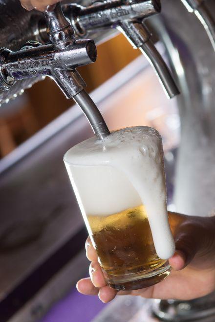 Do bar para o laboratório, como a cerveja passou a ser estudada em universidades no Brasil