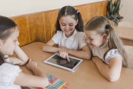 Estudo aponta avanço do ensino híbrido no Brasil