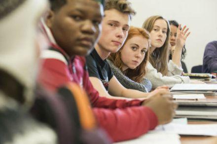 Intercâmbio no ensino médio: conheça os prós e contras dessa experiência