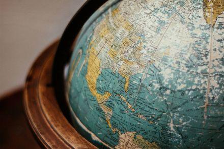 Governo do Maranhão oferece 80 bolsas para cursos de línguas na África do Sul, Argentina e França