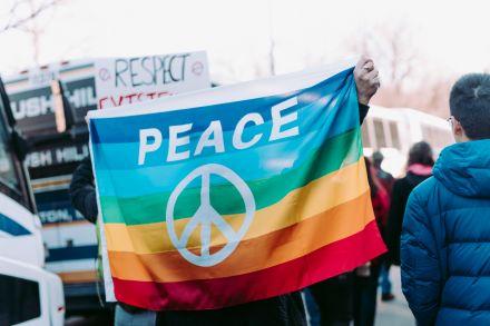 Bolsas de estudo de pós-graduação para mulheres em áreas relacionadas a paz