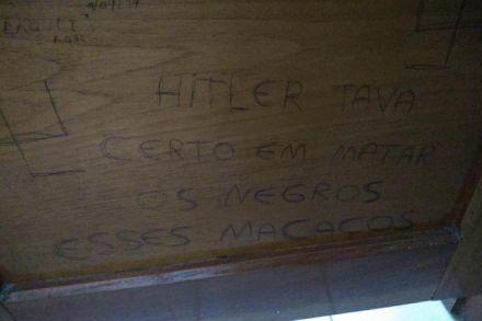 Frase racista é pichada em banheiro de universidade gaúcha