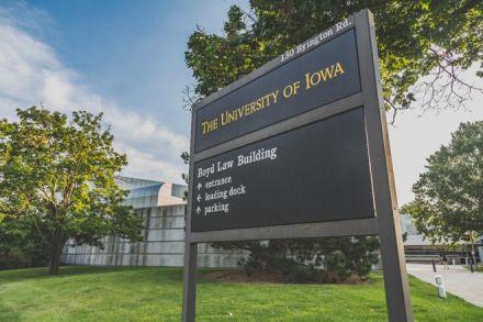 Grupo de estudantes católicos processa universidade por rejeitar clube de estudos