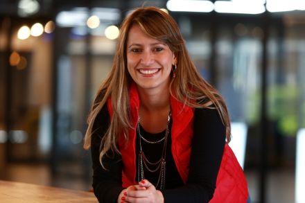 Conheça a empreendedora brasileira que é finalista em prêmio global