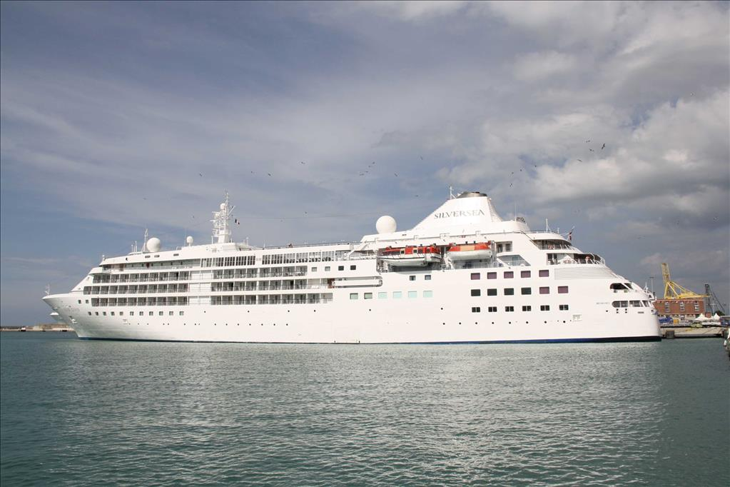 Silver Cloud Vs Silver Explorer Compare Cruise Amenities