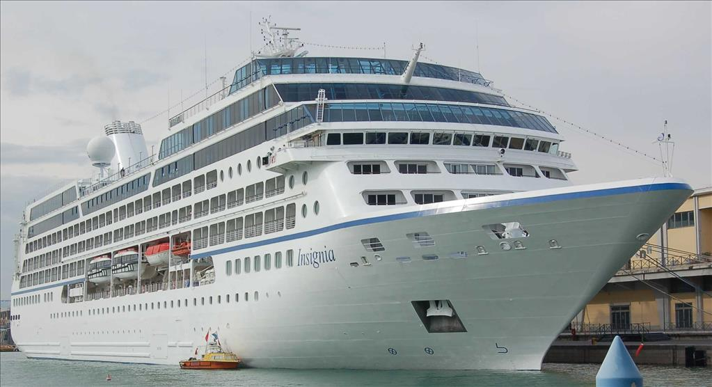 Insignia Vs Nautica Compare Cruise Amenities Food