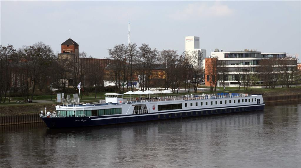 River Allegro Vs River Harmony Compare Cruise Amenities Food Activities Ship Size