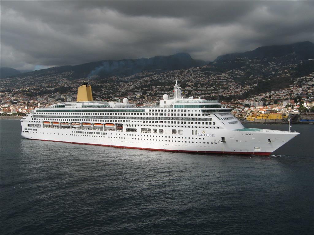 Aurora Vs Oceana Compare Cruise Amenities Food