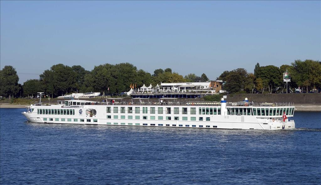 River Duchess Vs River Empress Compare Cruise Amenities Food Activities Ship Size