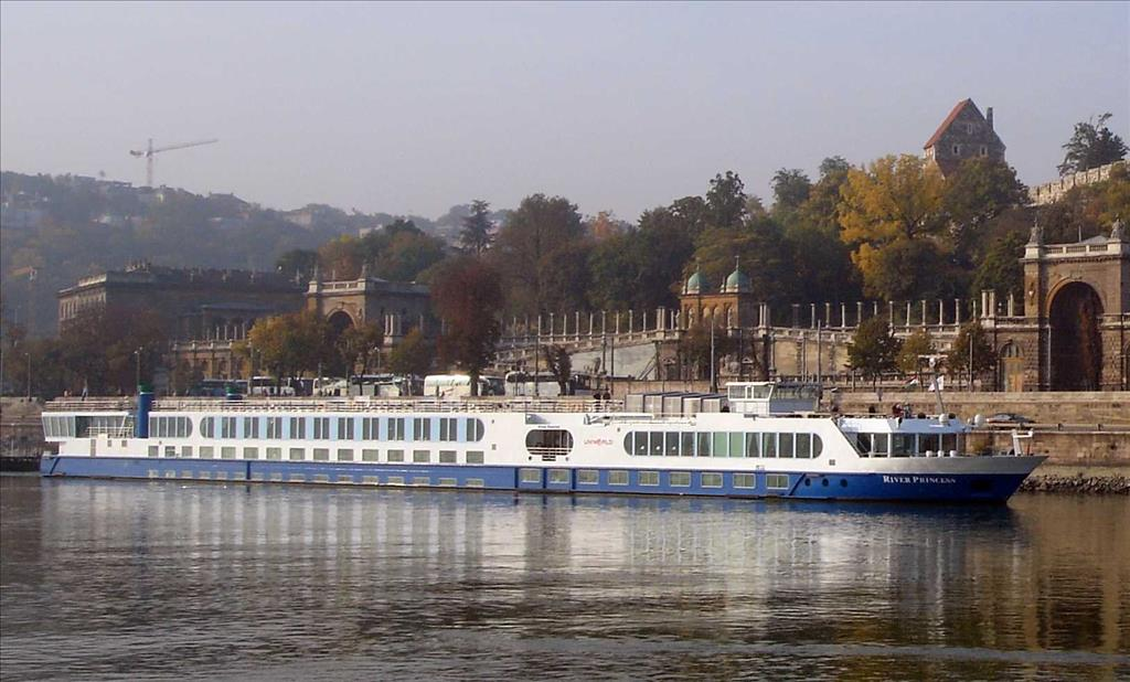 River Princess Vs River Royale Compare Cruise Amenities Food Activities Ship Size