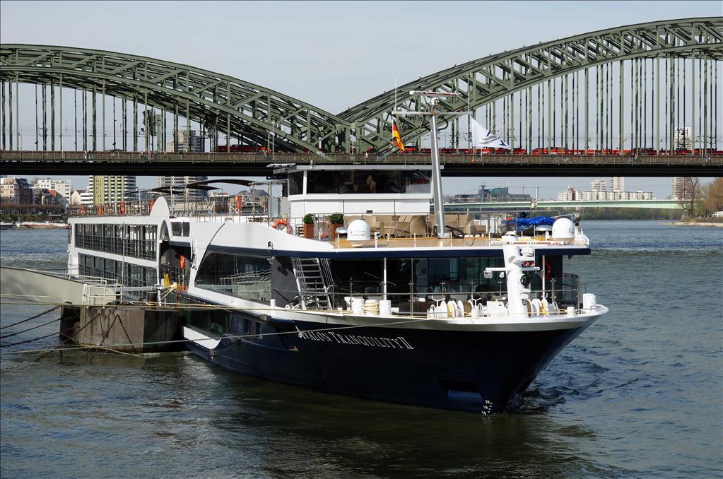 Avalon Tranquility Ii Vs Avalon Vista Compare Cruise