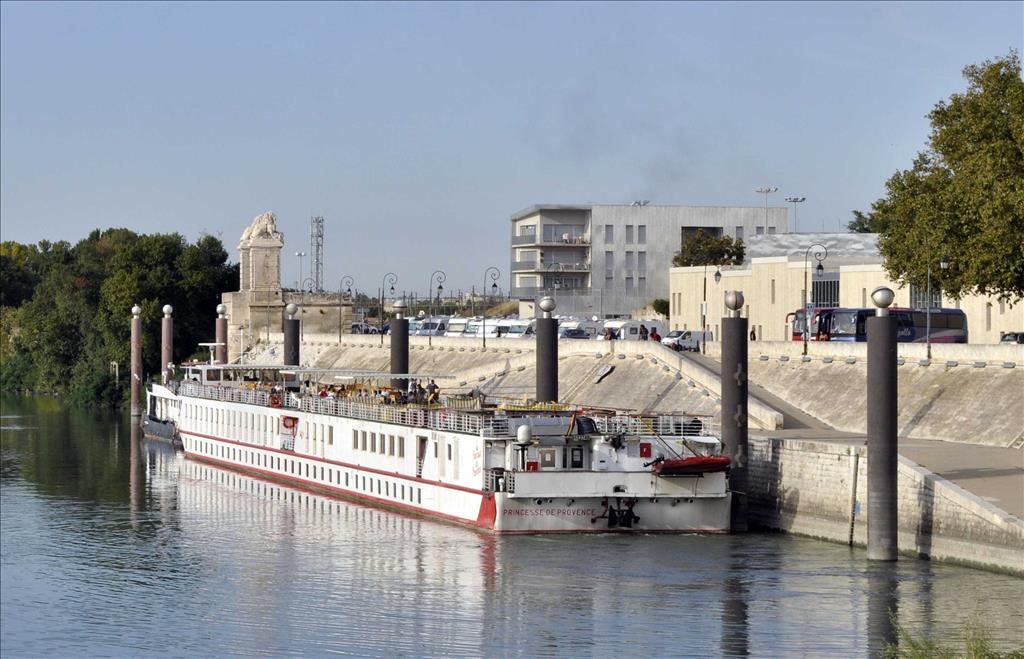 Provence Vs River Allegro Compare Cruise Amenities Food