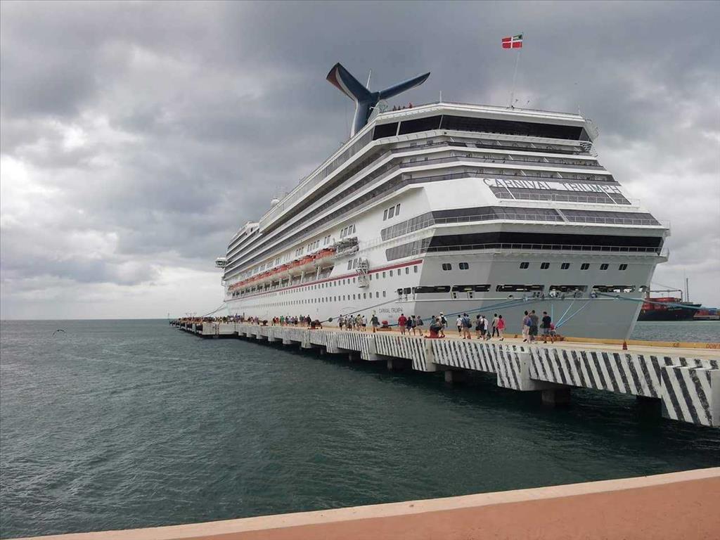 Carnival Triumph Vs Carnival Valor Compare Cruise Amenities Food - Compare cruise prices