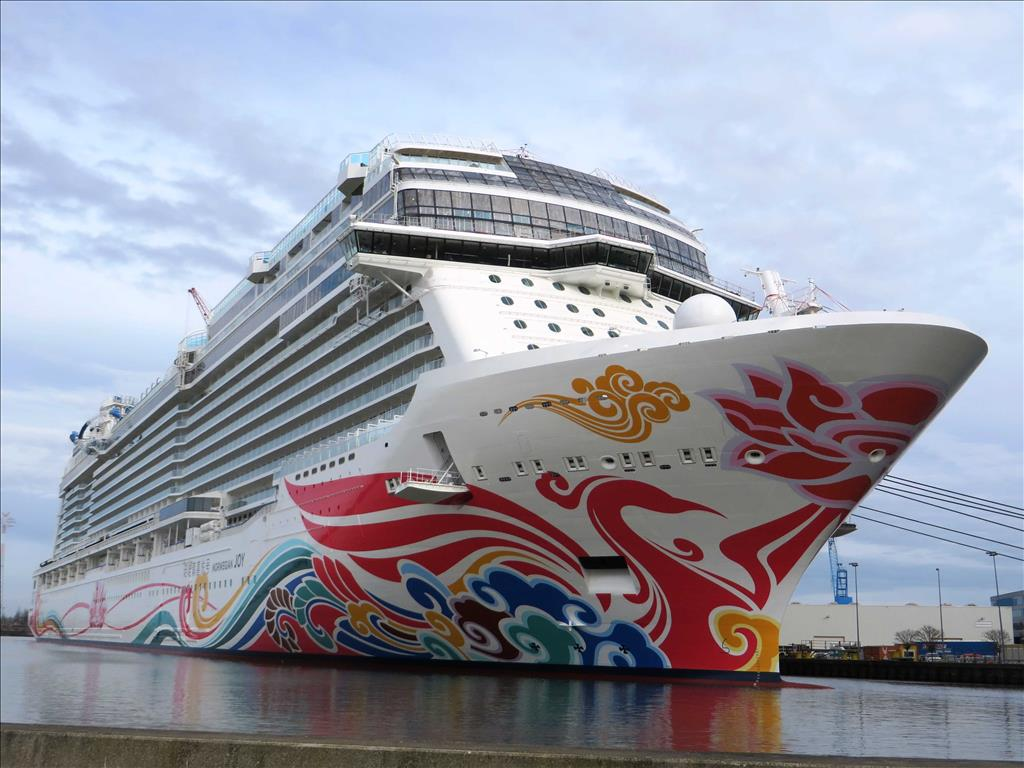 Norwegian Bliss Vs Norwegian Joy Compare Cruise Amenities